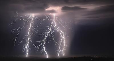 کیلی فورنیا میں تین روز کے دوران بجلی گرنے کے 10ہزار واقعات
