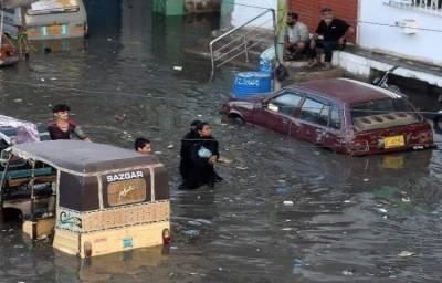 کراچی: موسلا دھار بارش اور اربن فلڈنگ کا خدشہ، بجلی غائب