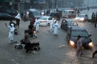 کراچی 'بارشوں کے باعث موبائل فون اور انٹرنیٹ سروسز متاثر،بعض علاقوں میں بجلی بھی بحال نہ ہو سکی