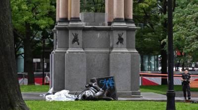 کینیڈا، مونٹریال میں نسلی تعصب کے خلاف مظاہرے ، شرکا نے ملک کے پہلے وزیر اعظم جان اے میکڈونلڈ کا مجسمہ گرا دیا