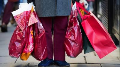 برطانیہ میں شاپنگ بیگ کے استعمال پر دوہری فیس عائد
