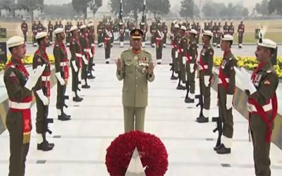 جی ایچ کیو میں یوم دفاع کی مرکزی تقریب، آرمی چیف نے یادگار شہدا پر پھول چڑھائے