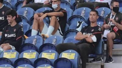 معروف فٹبالر کرسٹیانو رونالڈو اسٹیڈیم میں ماسک پہننا بھول گئے