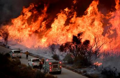 کیلی فورنیا کے جنگلات میں لگی آگ 17ہزار ایکڑ سے زیادہ رقبے پر پھیل گئی