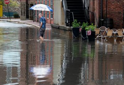 واشنگٹن میں بارشوں سے گلیاں اور سڑکیں ندی نالوں میں تبدیل