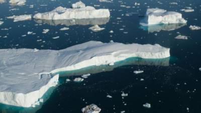 گلوبل وارمنگ سے قطب شمالی کے گلیشیئر پگھلنے لگے