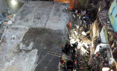 بھارت،3 منزلہ عمارت زمین بوس، 10 افراد ہلاک