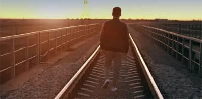 ریلوے لائن پر گانے سننے میں مگن نوجوان کا خوفناک انجام