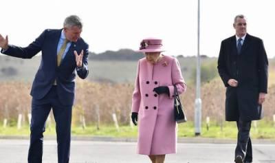 برطانیہ میں کورونا کی دوسری لہر، ملکہ برطانیہ کا ماسک کے بغیر اہم دورہ
