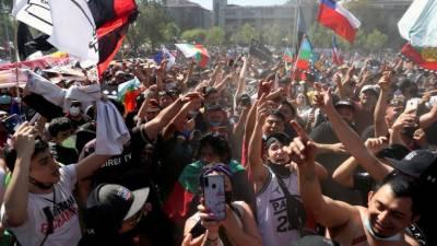 چلی میں حکومت مخالف احتجاج کو ایک سال مکمل ہونے پر بڑا مظاہرہ