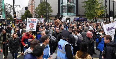برطانیہ میں کرونا پابندیوں کے خلاف مظاہرے شروع