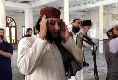 پشاور،دھماکے کا نشانہ بنی مسجد میں نمازِ ظہر کی ادائیگی
