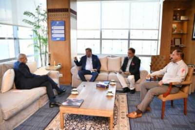 صدر پاکستان ہاکی فیڈریشن بریگیڈ ریٹائرڈ محمد خالد سجاد کھوکھر کی ماری پٹرولیم کمپنی لمیٹڈ کے منیجنگ ڈائریکٹر / سی ای او فہیم حیدر سے ملاقات