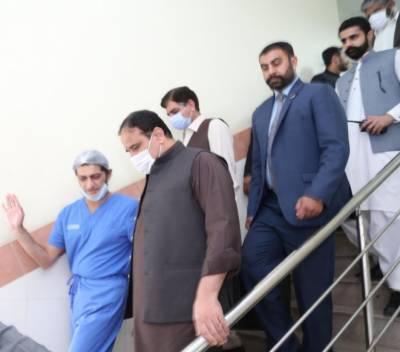 وزیراعلی پنجاب عثمان بزدار کی سروسز ہسپتال آمد ، چودھری شجاعت حسین کی عیادت