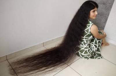لمبے بال رکھنے والی بھارتی لڑکی نے تیسری بار اپنا ہی عالمی ریکارڈ توڑ ڈالا