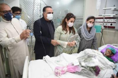 گورنر سندھ عمران اسماعیلسانحہ کشمور زیادتی کا شکار بچی کی عیادت