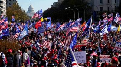 امریکہ : ٹرمپ کے حامیوں کی مخالفین سے پرتشدد جھڑپیں
