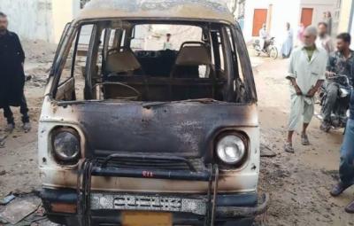 کراچی، پک اپ میں آتشزدگی،بچہ جاں بحق، باپ زخمی