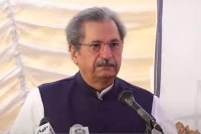 وفاقی وزیر تعلیم شفقت محمود نے کہا ہے کہ حکومت پیر کو تمام اکائیوں کے اجلاس میں تجویز پیش کرے گی کہ اسکول بند کر دیے جائیں