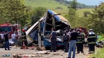 برازیل' بس اور ٹرک میں ٹکر، درجنوں افراد ہلاک