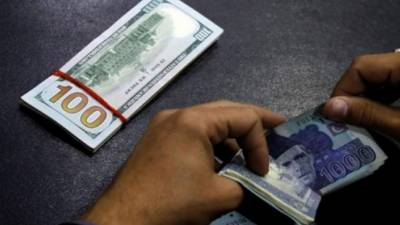 انٹر بینک مارکیٹ میں روپے کی قدر مستحکم رہی تاہم اوپن مارکیٹ میں ڈالر 25 پیسے مہنگا ہو گیا