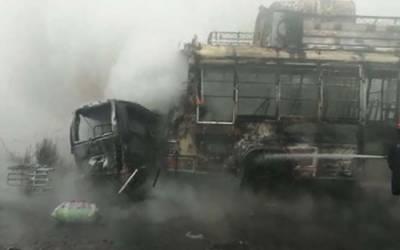 ناروال: ٹریفک حادثے میں 13افرادجاں بحق ، 30 سےزائد زخمی