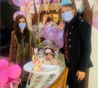 عائشہ ملک نے بیٹی کی پہلی سالگرہ کی تصاویر جاری کردیں
