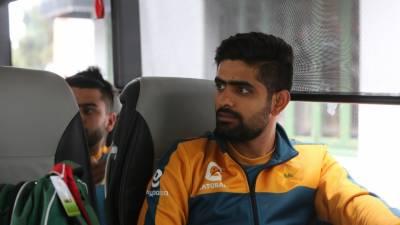 نیوزی لینڈ کے خلاف پہلا ٹیسٹ میچ کھیلنے کے لیے پاکستان کرکٹ ٹیم ترنگا پہنچ گئی