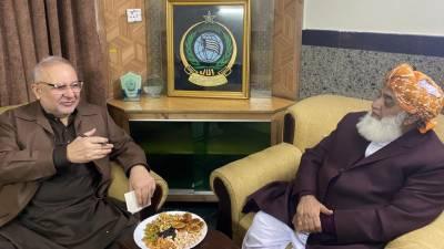 مولانا فضل الرحمن سے مسلم لیگ فنکشنل کے مرکزی رہنما محمدعلی درانی نے لاہور میں ملاقات کی اور ملکی سیاسی صورتحال پر تفصیلی تبادلہ خیال کیا