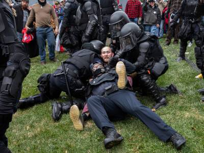 امریکی کانگریس پر حملے میں زخمی ہونے والا پولیس افسر چل بسا