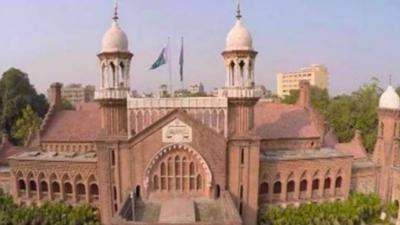 لاہور ہائی کورٹ نے پنجاب ٹیکسٹ بک بورڈ کے ایم ڈی کے خلاف توہین عدالت کی درخواست پر ایم ڈی کو نوٹس جاری کرتے ہوئے جواب طلب کر لیا