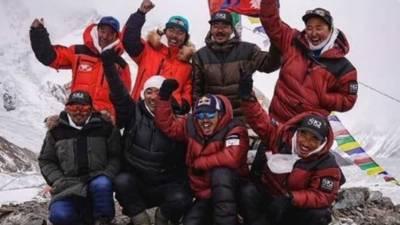 نیپالی کوہ پیماوں نے موسم سرما میں کے ٹو سر کرنے کا عالمی ریکارڈ قائم کر لیا