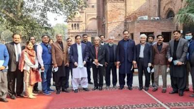 چودھری پرویزالٰہی کا پنجاب اسمبلی کی نئی بلڈنگ میں بانی پاکستان قائداعظم محمد علی جناح اور شاعر مشرق علامہ اقبال کے نئے پورٹریٹ فائنل کرنے کیلئے این سی اے کا دورہ