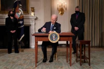 جوبائیڈن نے ماحولیاتی تبدیلیوں سے نمٹنے کیلئے ایگزیکٹو آرڈرز کی سیریز پر دستخط کر دیئے