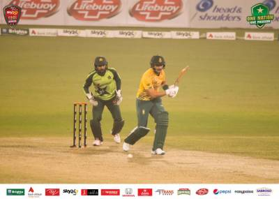 جنوبی افریقہ نے پہلے میچ میں شکست کا بدلہ پاکستان کو 6 وکٹوں سے شکست دے کر اتار لیا