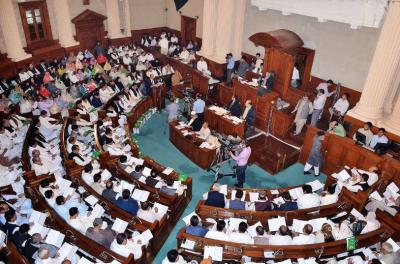 کراچی میں جنگ اور جیو نیوز کے دفتر پر حملے کےخلاف مذمتی قرارداد پنجاب اسمبلی میں جمع