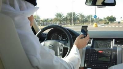 کویت، دوران ڈرائیونگ موبائل فون استعمال کرنے پر سختی،جرمانہ5سے بڑھا کر 75دینار کرنے کی تجویز پیش