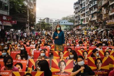 میانمار میں احتجاج کی کوریج کرنے پر5 صحافیوں پر فرد جرم عائد