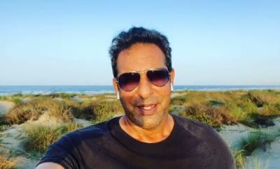 وسیم اکرم کا کورونا ایس او پیز پر عمل کرنے کے لیے سوشل میڈیا پر ویڈیو پیغام جاری