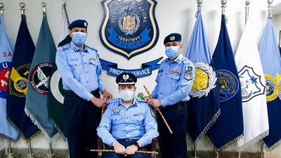 نئے ترقی پانے والے ایس ایس پی عطاءالرحمان کے اعزاز میں سنٹرل پولیس آفس میں رینک لگانے کی تقریب