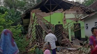 انڈونیشیا کے جاوا جزیرے اور دیگر شہروں میں ہفتے کے روز زلزلے سے ایک شخص ہلاک، متعدد عمارتوں کو نقصان پہنچا