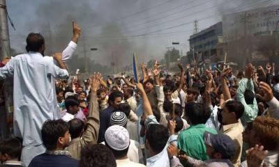 لاہور:3مقامات پر احتجاج جاری، کراچی کے بعض علاقوں میں انٹرنیٹ بند