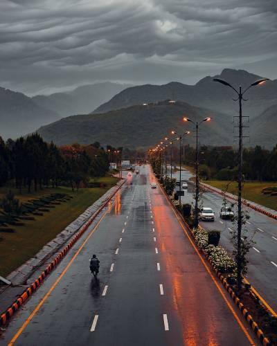 اسلام آباد سمیت ملک کے مختلف حصوں میں بارش، موسم خوشگوار:محکمہ موسمیات