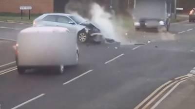 برطانیہ میں خطرناک ٹریفک حادثے کی ویڈیو سوشل میڈیا پر وائرل