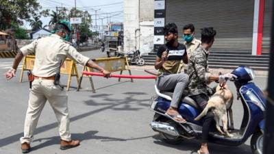 بھارت: لاک ڈاؤن کی خلاف ورزی پر سرِ عام سزا دینے کا عمل شروع