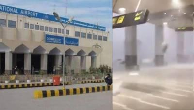 پشاور،: بارش، تیز ہوا سے ایئر پورٹ پر سیلنگ ،سائن بورڈ گر گئے