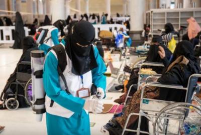 سعودی عرب، زائر خواتین میں آب زم زم کی 70 ہزاربوتلیں تقسیم