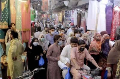 لاک ڈائون سے ایک روز قبل پشاورکے بازاروں میں تل دھرنے کی جگہ نہ رہی