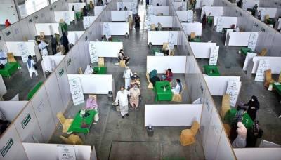 لاہور : عید کی 2 چھٹیوں کے بعد ایکسپو سینٹر میں ویکسی نیشن کا دوبارہ آغاز