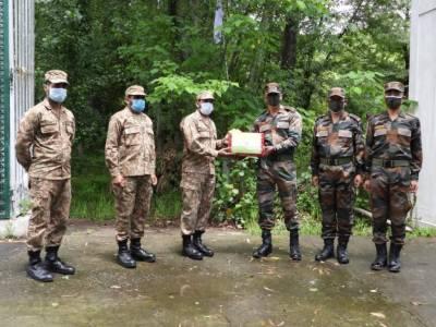 لائن آف کنٹرول پر پاک بھارت افواج کی ایک دوسرے کو عید کی مبارک باد، مٹھائیوں کا تبادلہ